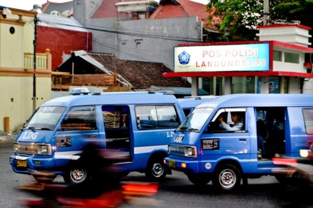 Angkot-In-Terminal.jpg